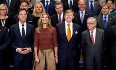 AMSTERDAM - Koning Willem-Alexander en koningin Máxima ontvingen donderdag aan het begin van de middag de Europese Commissie op het Koninklijk Paleis in Amsterdam. Het bezoek markeert het begin van het Nederlandse voorzitterschap van de Europese Unie, dat een halfjaar duurt. (Lees verder…)