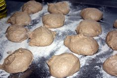 פיתות כיס מאה אחוז מקמח מלא (טבעוני) | כל הדברים הטובים - בלוג אוכל ומתכונים Whole Wheat Pita Bread, Cooking Recipes, Cookies, Chocolate, Desserts, Food, Biscuits, Deserts, Chef Recipes