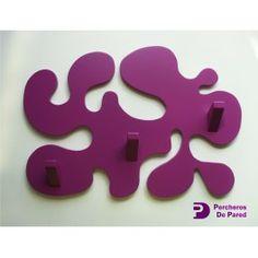 perchero de pared moderno abstracto en color lila lo encontrar en