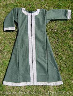 Early medieval coat for woman slav rus reenactment Viking Garb, Viking Costume, Viking Dress, Medieval Costume, Norse Clothing, Medieval Clothing, Historical Costume, Historical Clothing, Historical Photos