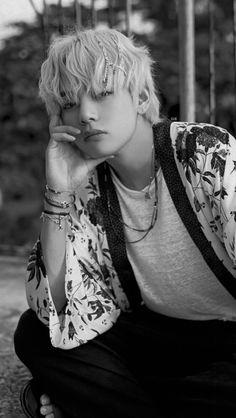 taehyung, Bts group, Bts boys, Bts - Nothing like us Yoontaemin - Bts Taehyung, Kim Namjoon, Bts Bangtan Boy, Seokjin, Daegu, Foto Bts, Bts Photo, Les Aliens, Frases Bts