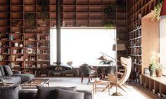 Апартаменты в Сан-Пауло http://www.admagazine.ru/inter/97840_apartamenty-v-san-paulo.php  Бразильская архитектурная студия оформила в Сан-Паулу коммерческие апартаменты в сдержанном модернистском ключе, сделав акцент на деревянные поверхности, терракотовые оттенки и многочисленные книжные стеллажи для потенциальных любителей чтения.