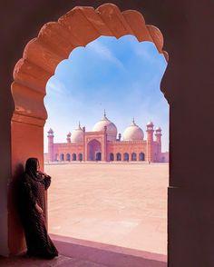 lohare city #_jaaNI Pakistan Art, Pakistan Travel, Lahore Pakistan, Cultural Capital, Capital City, Pakistani Culture, Pakistani Girl, Photography Poses, Travel Photography