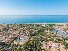 Yelloh! Village Le Club Farret - Situé en accès direct à la plage, et son espace aquatique au thème de pirates, a tous les ingrédients pour vous permettre de lézarder au bord de l'eau ! Plus d'infos : http://www.yellohvillage.fr/camping/le_club_farret