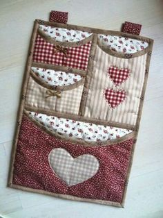 59 Trendy Ideas For Sewing Room Inspiration Mini Quilts Quilting Projects, Sewing Projects, Fabric Crafts, Sewing Crafts, Quilt Patterns, Sewing Patterns, Organize Fabric, Patchwork Bags, Sewing Accessories