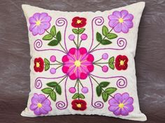 Peruvian Pillow cover Hand embroidered flowers 16 x Sheep & alpaca wool handmade Cream Ethnic Boho Cushion Pillow Embroidery, Hand Embroidery Flowers, Embroidery Motifs, Embroidered Flowers, Machine Embroidery, Embroidery Designs, Mexican Embroidery, Creation Deco, Fabric Painting