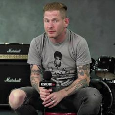 """Slipknot frontman Corey Taylor auctioning 13 guitars to raise money for PPE for healthcare workers - Corey Taylor is auctioning 13 guitars to raise money for personal protective equipment (PPE) and """"essentials for healthcare workers"""". Taylor Stone, Solo Music, Stone Sour, Corey Taylor, Slipknot, How To Raise Money, Sexy Men, Reading, Mens Tops"""