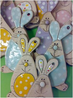 Air dry clay bunnies for Easter - so cute! Air dry clay bunnies for Easter - so cute! Clay Projects, Clay Crafts, Diy And Crafts, Kids Crafts, Clay Ornaments, How To Make Ornaments, Easter Crafts, Christmas Crafts, Salt Dough Crafts