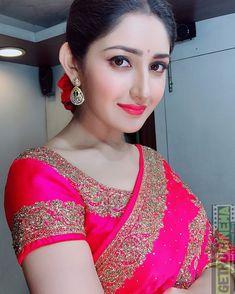 Sayyeshaa - Most Beautiful Girls Beautiful Girl Indian, Most Beautiful Indian Actress, Beautiful Girl Image, Beautiful Saree, Beautiful Ladies, Beautiful Pictures, Cute Beauty, Beauty Full Girl, Beauty Women