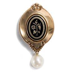 Biedermeierliche Erinnerungen - Schöne Medaillon Schaumgold Brosche mit Email und Perle, um 1860 von Hofer Antikschmuck aus Berlin // #hoferantikschmuck #antik #schmuck #antique #jewellery #jewelry