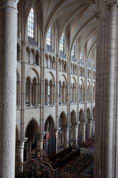 Cathédrale de Laon ( gothique ) France Cette cathédrale, terminée en 1215, est encore plus lumineuse que la basilique Saint-Denis.