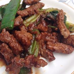 Black pepper beef Ingredients: 1. Beef ( prefer the less fat one) 2. Black pepper sauce  3. Scallions & garlic  4. Grind Chili 5. Salt / salted soy sauce 6. Sugar / sweetened soy sauce