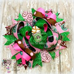 #starbucks #coffee #hairbow #hairaccessories #stackedboutiquebow #overthetopboutiquebow #missbsbowtique  Follow our facebook page for weekly auctions and more! www.facebook.com/missbsbowtique05  Place a custom order today over on our Etsy shop!  www.etsy.com/shop/missbsbowtique05