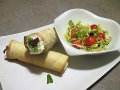 FORNELLI IN FIAMME: SUNDAY BRUNCH BAKED SALTED CANNOLI STUFFED WITH ROBIOLA, SALAD AND SALMON.(RECETTE AUSSI EN FRANCAIS) - Cannoli salati ripieni di robiola, insalata e salmone affumicato. Ottimo per brunch