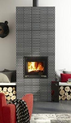 Des carreaux de ciment sur la cheminée du salon Leroy Merlin