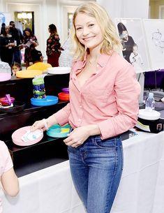 Emilie De Ravin, Lost, Actresses, Actors, Facebook, Film, Pretty, Beauty, Women