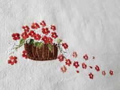 La imagen puede contener: planta y flor Hand Embroidery Projects, Hand Embroidery Dress, Hand Embroidery Videos, Floral Embroidery Patterns, Simple Embroidery, Hand Embroidery Stitches, Crewel Embroidery, Hand Embroidery Designs, Beaded Embroidery