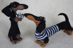Needle felted dachshunds by Tanya Samotoshina (tansam)
