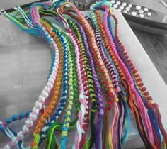 this is how to make a chain knot-the skinny side parts of the bigger bracelets>>>
