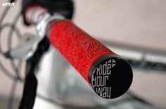 Dartmoor Icon grips. Full test here: http://mtb.pl/test-chwyty-dartmoor-icon-3905