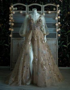 Sprinkle sugar sequins on this summer sky dessert. Best served with sparkles and smiles. Dream Wedding Dresses, Bridal Dresses, Wedding Gowns, Prom Dresses, Formal Dresses, Fairytale Dress, Fairy Dress, Elegant Dresses, Pretty Dresses