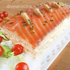 Este pastel de espárragos y salmón se prepara con pan de molde es sencillísimo de preparar, y te resuelve en un momento un menú de fiesta para invitados.
