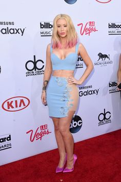 Help! I need to write a persuasive essay on red carpet fashion!?