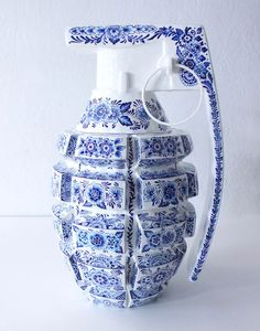 in the delft blue style of ceramics, artist helena hauss has sculpted and hand painted a series of highly unconventional 'weapons'. Ceramic Painting, Ceramic Art, Ceramic Bowls, Ceramic Pottery, Slab Pottery, Thrown Pottery, Pottery Vase, Ceramic Mugs, Sculptures Céramiques