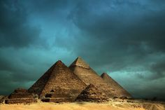 The Gize pyramids. Historical Architecture, Amazing Architecture, Great Places, Places To See, Amazing Places, Giza Egypt, Pyramids Egypt, Egypt Travel, World Heritage Sites