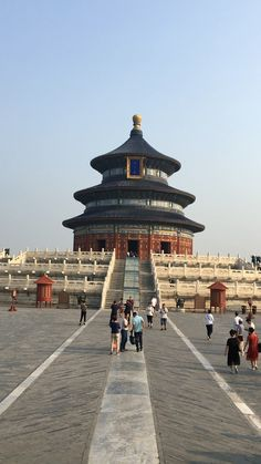 Guide to visiting Temple Of Heaven in Beijing, China Beautiful Places To Travel, Cool Places To Visit, Places To Go, Places Around The World, Travel Around The World, Around The Worlds, Temple Of Heaven, Peking, Art Chinois