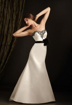 Online shopping store for gorgeous sweep and brush train wedding dresses from Canada. Find your perfect style among our amazing collection of sweep and brush train wedding dresses and bridal gowns. Wedding Dress Train, Cute Wedding Dress, Sweetheart Wedding Dress, Classic Wedding Dress, White Wedding Dresses, Wedding Dress Styles, Ribbon Wedding, Mermaid Sweetheart, White Weddings
