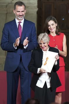 Concha Velasco (C) receives the Culture Award from King Felipe VI of Spain (L) and Queen Letizia of Spain (R) during the 'National Culture' awards at the Santa Maria y San Julian Cathedral on September 13, 2017 in Cuenca, Spain.