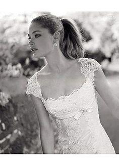Elegant Lace Princess Scoop Neckline Cap Sleeves Wedding Dress