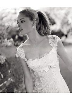 Elegant Lace Princess Scoop Neckline Cap Sleeves Wedding Dress