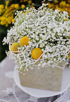 pretty and simple. Love using baby's breath in bunches.