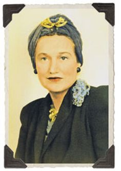 """Although her daughter Edie gets most of the attention and acclaim in the Grey Gardens documentary, those close to the family say that mother Edith was always the real talent and star of the """"Beale"""" show"""