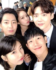 "Suzy Bae & Lee Jong Suk ""While You Were Sleeping"" drama Co-stars 2017 Lee Jong Suk, Jung Suk, Lee Jung, Asian Actors, Korean Actors, Korean Idols, Korean Drama Movies, Korean Dramas, W Two Worlds"