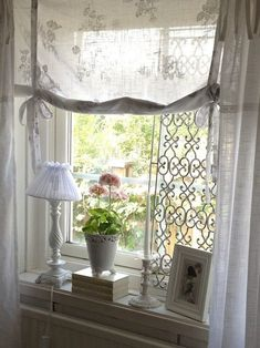 Roman sheer shades for the front windows with curtain on rings to go across the whole window wall. Canapé Shabby Chic, Shabby Chic Farmhouse, Shabby Chic Kitchen, Shabby Cottage, Cottage Homes, Shabby Chic Furniture, Cottage Style, White Cottage, Rose Cottage