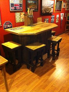 3 tap keezer bar with 4 stools, all made with pallets.