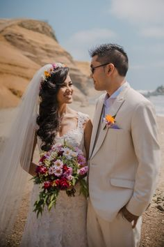 Te mostramos 8 complementos perfectos para su look summer bridal.    #Matrimoniocompe #Organizaciondebodas #Matrimonio #Novios #TipsNupciales #CaminoAlAltar #MatriPeru #BodaPeru #BodaEnVerano #BodaEnLaPlaya #LookNupcial #LookDeNovia #AccesoriosDeNovia Bridal, Wedding Dresses, Fashion, Champagne Toast, January Wedding, Dark Costumes, Baggy Shirts, Summer Colors, Beach Weddings