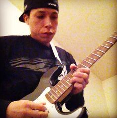 Love hearing the sound of an electric guitar