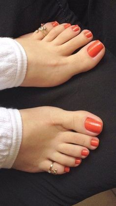 hey Baby, are my piggies still this color? Is it work right now? Psst, i Love You.