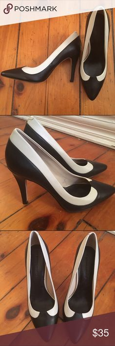Banana Republic Heels 👠 Just like new condition Banana Republic heels. Size 8.5. I've only worn them once or twice! Banana Republic Shoes Heels
