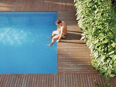 Above-ground swimming pools are a popular, less-expensive alternative to in-ground pools. Get inspired for your above-ground pool with these designs. Above Ground Swimming Pools, Swimming Pools Backyard, Swimming Pool Designs, Above Ground Pool, In Ground Pools, Pool Landscaping, Pool Shapes, Pool Fountain, Rectangular Pool