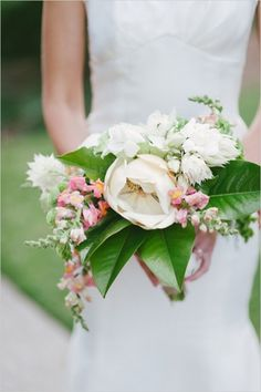 white and pink snapdragon bouquet #bouquet #snapdragonbouquet #weddingchicks http://www.weddingchicks.com/2014/04/08/sweet-southern-love-wedding/