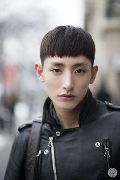 Lee Soo Hyuk better with longer hair Asian Men Hairstyle, Asian Hair, Face Light, Light Hair, Korean Men, Korean Actors, Sung Joon, Lee Hyuk, Lee Soo