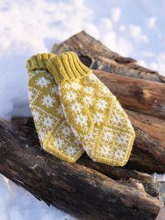 316-3 - Stjernedryssvotter til dame  Oppskrifter   Rauma Garn Norwegian Knitting, Knitting Socks, Knitting Machine, Nordic Style, Knitting Projects, Hobbit, Mittens, Diy And Crafts, Gloves