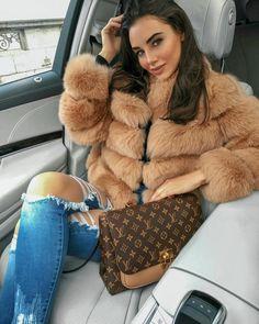 3500 Porudžbine u Direct Message i Diva Fashion, Fur Fashion, Womens Fashion, Parisian Fashion, Bohemian Fashion, Retro Fashion, Style Fashion, New Foto, Fur Clothing