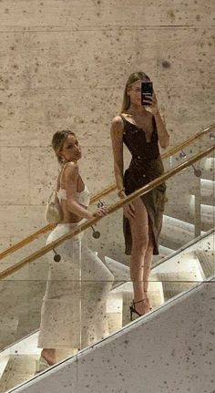 Rich Lifestyle, Luxury Lifestyle, Cejas Kendall Jenner, Mode Collage, Foto Glamour, Old Money, Money Pics, Classy Aesthetic, Jolie Photo