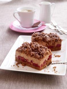 Unsere neueste Entdeckung auf der Kuchentafel: ein himmlischer Schoko-Kirsch-Kuchen vom Blech. Schoko-Schoko-Kirsch - unser liebstes Torten-Trio.